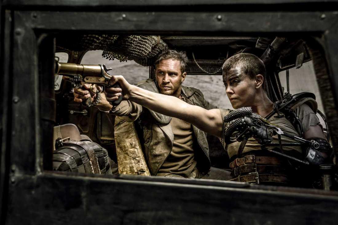 Tom Hardy och Charlize Theron i rollerna som  Max Rockatansky och Imperator Furiosa
