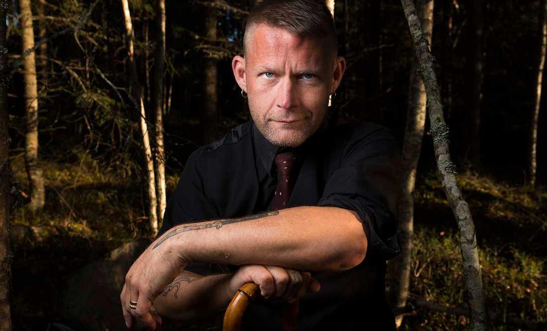 """Carl-Michael Edenborg (född 1967), aktuell med """"Långt över gränsen""""."""