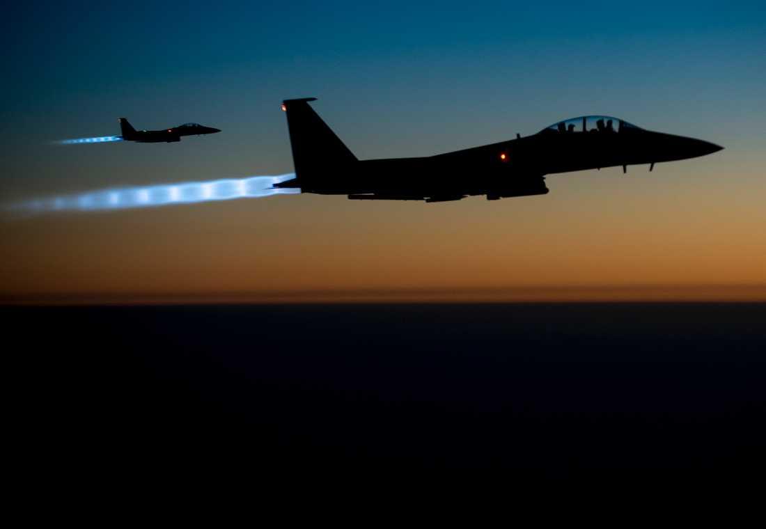 Amerikanskt stridsflyg flyger över norra Irak efter en lufträd.