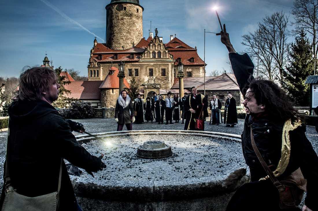 College of Wizardry utspelar sig på 1400-talsslottet Czhozhas i sydvästra Polen.