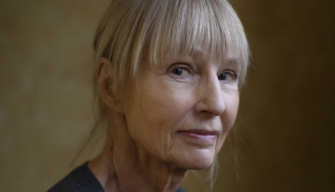 """Carola Hanssons senaste roman heter """"Minnestrådar""""."""