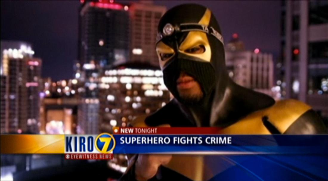 Superhjälten Phoenix Jones vakar över staden Lynnwood utanför Seattle.