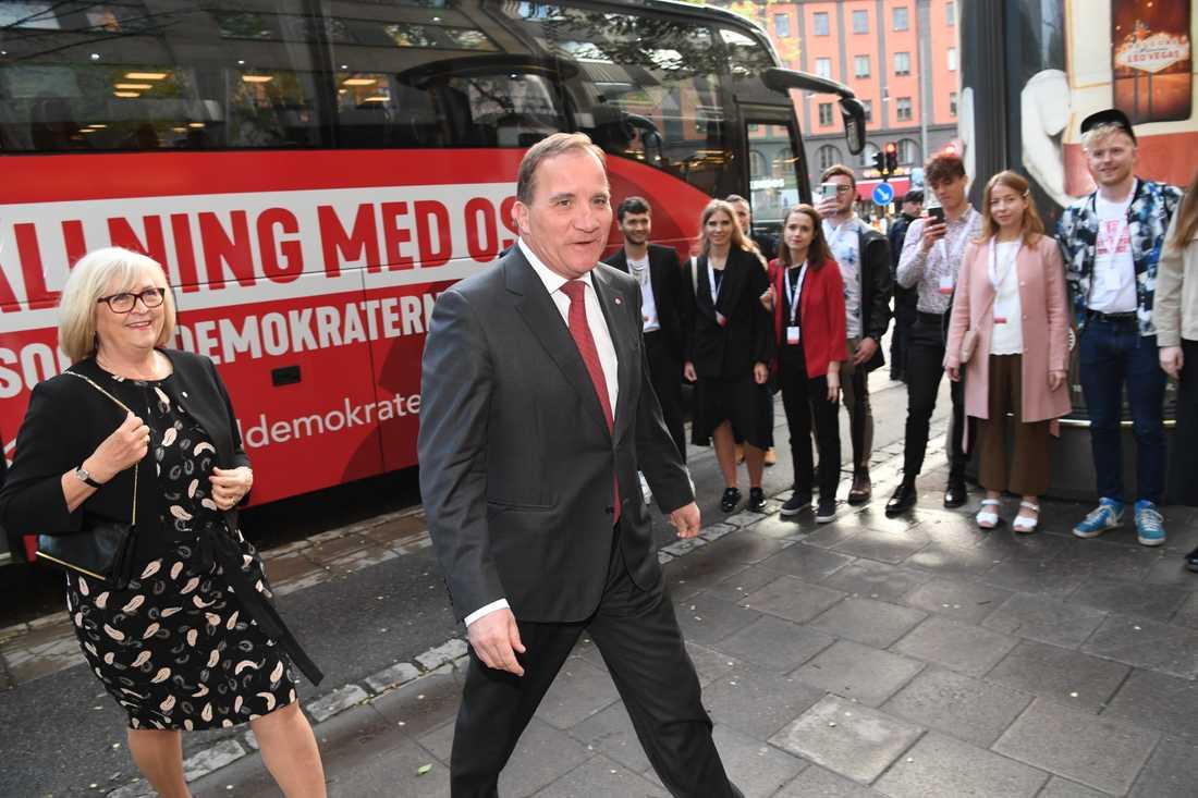 Statsminister Stefan Löfven (S) och frun Ulla Löfven under Socialdemokraternas valvaka på Sveavägen 68.