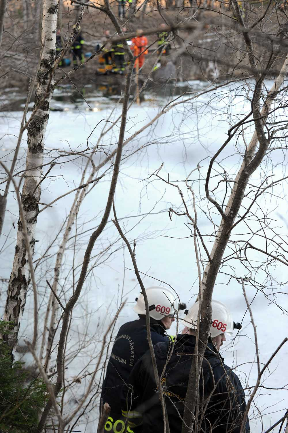 Två dykare i 25-årsåldern dog i kalkbrottet norr om Bondöknasjön i Södermanland.