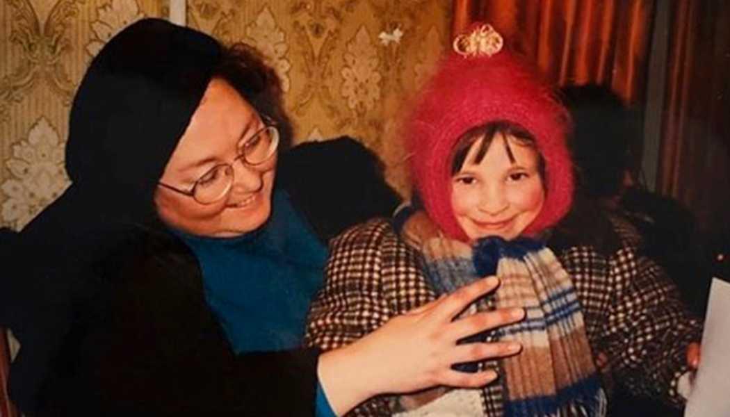 Oksana Masters med sin mamma.