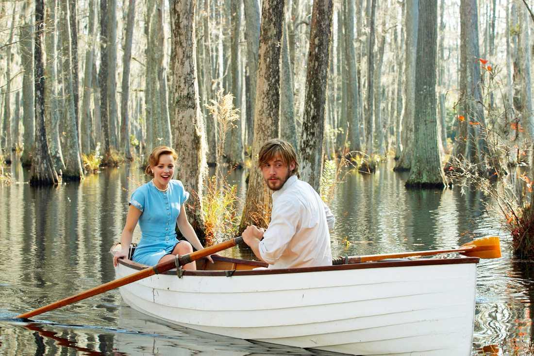 Ryan Gosling gjorde rollen som den yngre versionen av James Garner i kultrullen Notebook. Här med Rachel McAdams.