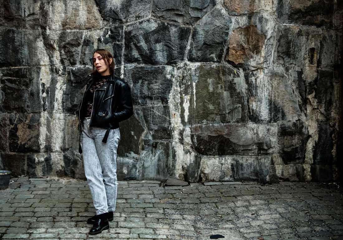 """Jenny Wilson sjunger rakt och uppriktigt om våldtäkt på sin första svenskspråkiga skiva """"Trauma""""."""