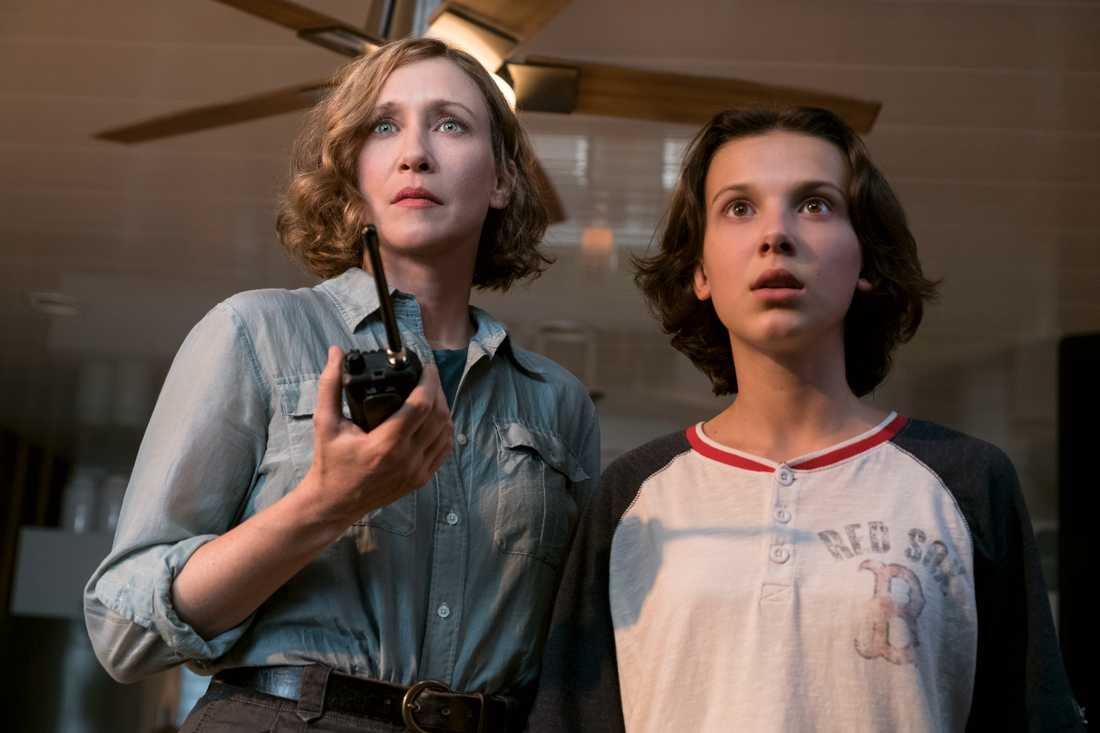 Vera Farmiga och Millie Bobby Brown.