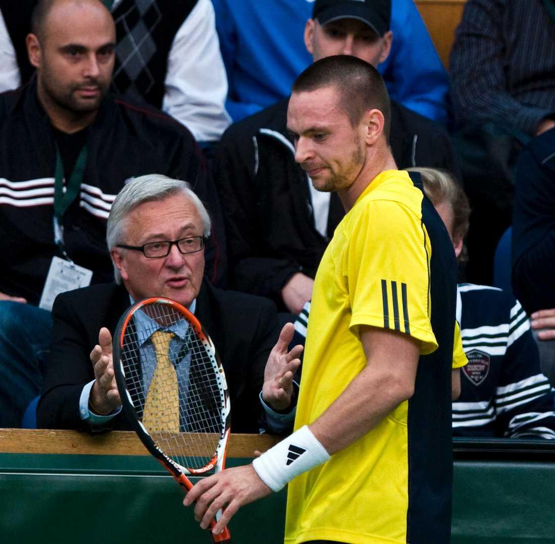 Robin Söderling åkte ur redan i andra omgången i Masters i Paris – men han klättrar på ATP-rankningen.