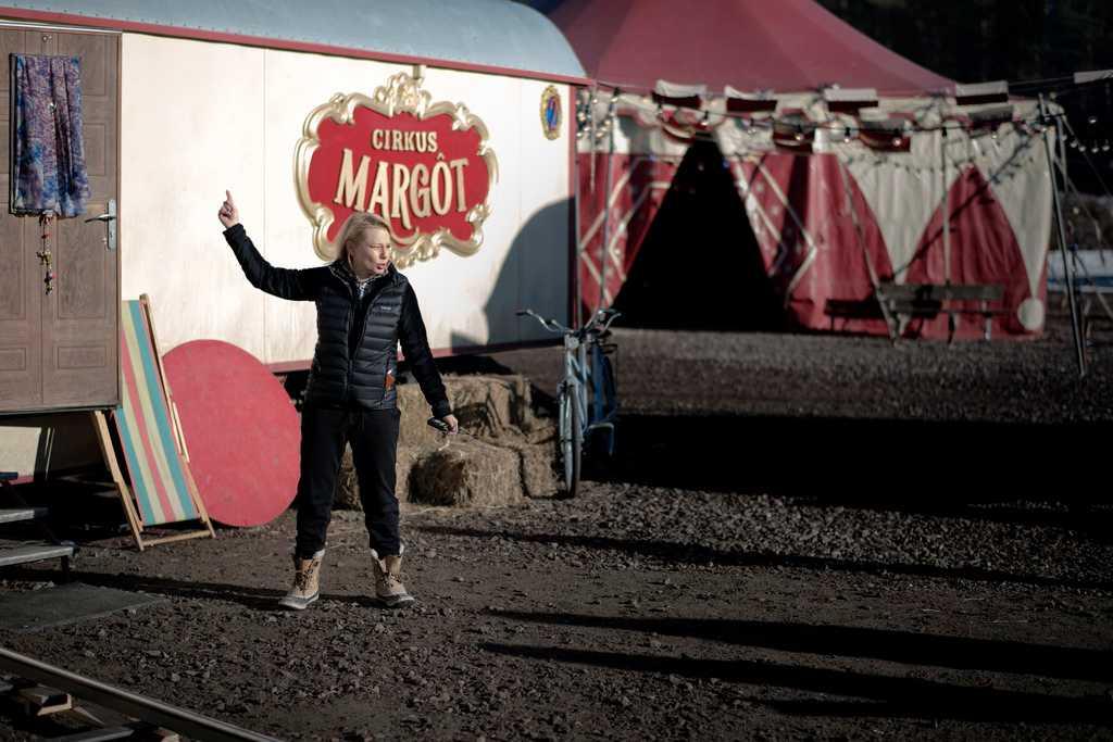 """Helena Bergström beskriver """"Vilken jävla cirkus"""" som """"en enorm kärlekshistoria"""" i cirkusmiljö."""