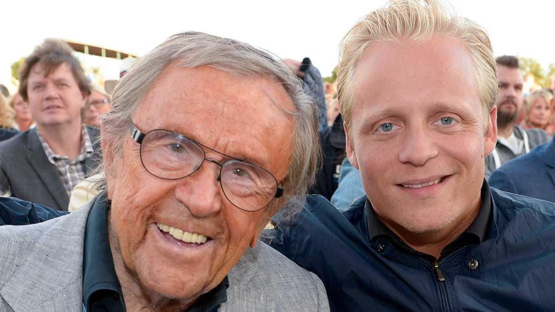"""Andreas Weise gästar """"Allsång på Skansen"""" 2014 ihop med pappa Arne."""