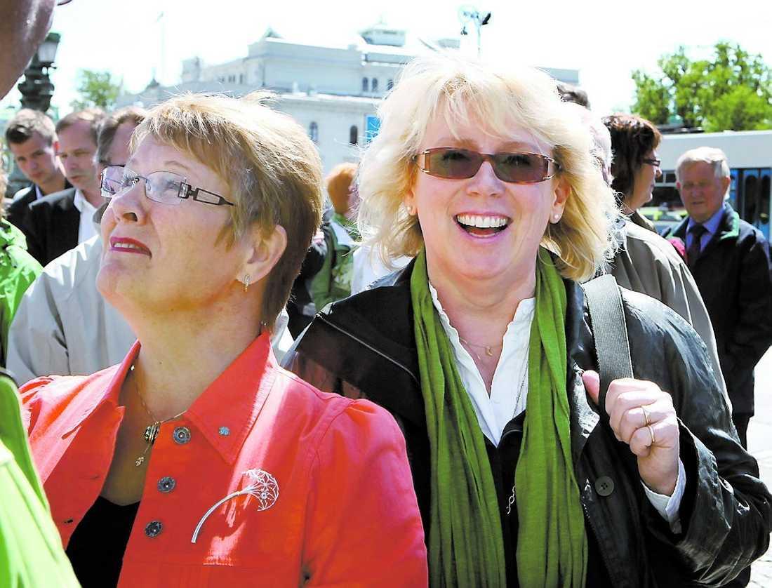 ett gränsfall Lena Ek, 51, har suttit i Europaparlamentet för Centerpartiet sedan 2004. Men blir det mer än en mandatperiod? Trots att partiledare Maud Olofsson (till vänster) gjort vad hon kan ser det illa ut.