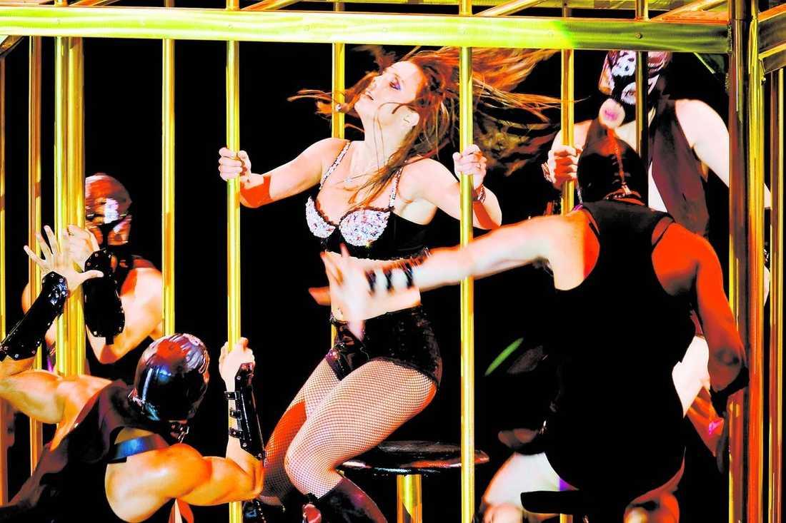 I kväll och i morgon är det äntligen dags för cirkus Britney att ta plats i Globen. Piskor, poliser, trollkarlar och akrobater – allt finns med i showen.
