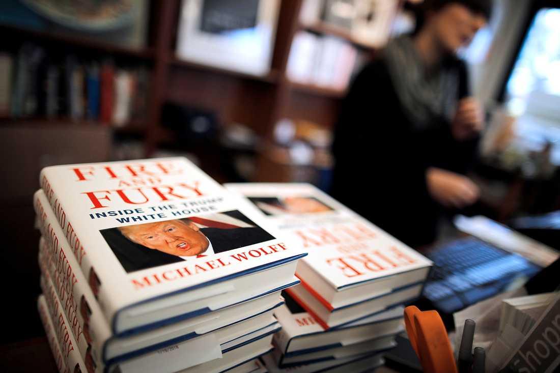 """Michael Wolffs """"Fire and Fury"""" är en av över 30000 böcker om Donald Trump."""