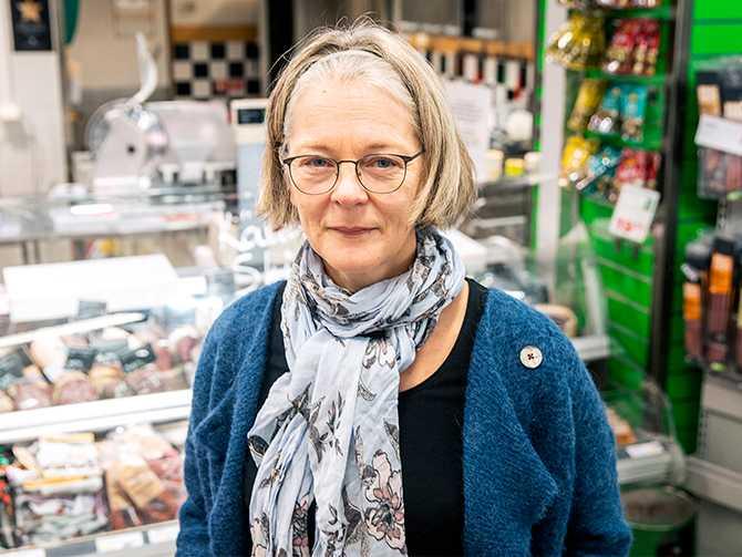 """""""Det viktigaste är att företagen som importerar kött och ost blir bättre på att ställa högre krav. De kan faktiskt gå längre än guiden"""", säger Anna Richert, matexpert på Världsnaturfonden."""