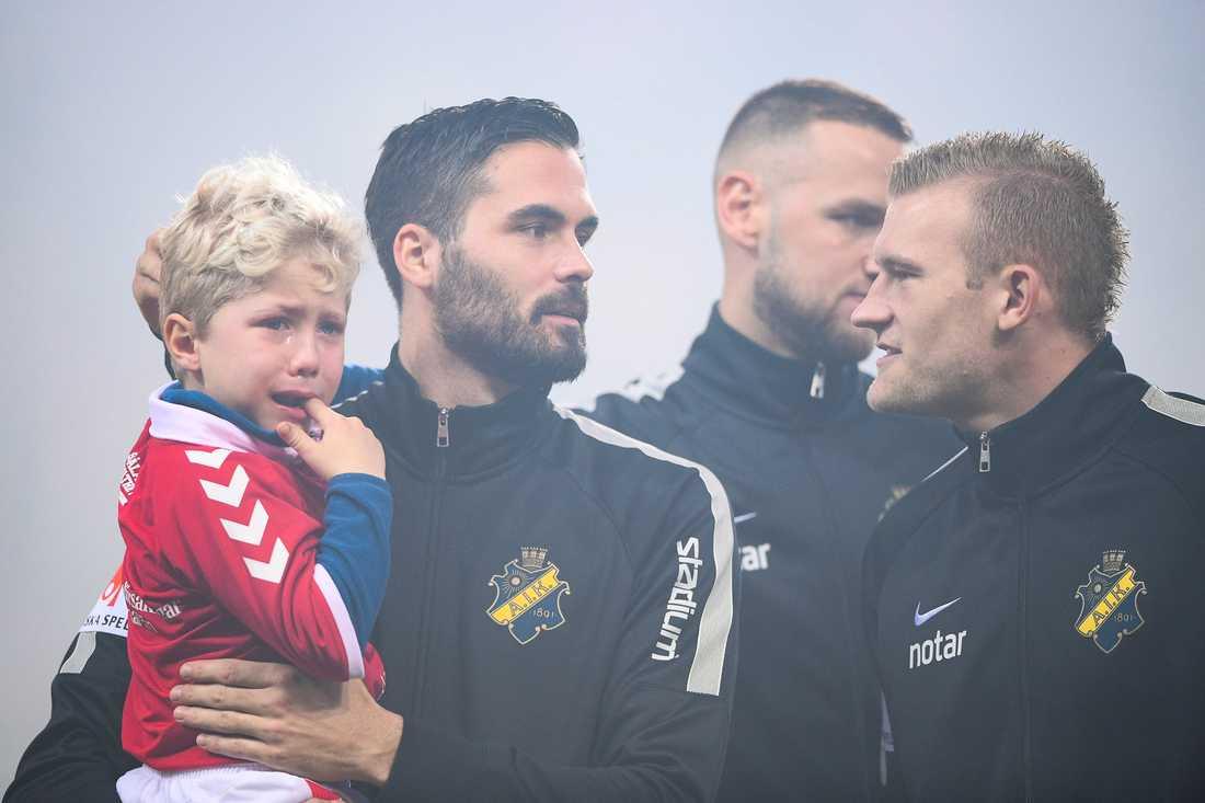 Denni Avdic med Walter innan AIK:s match mot Kalmar.