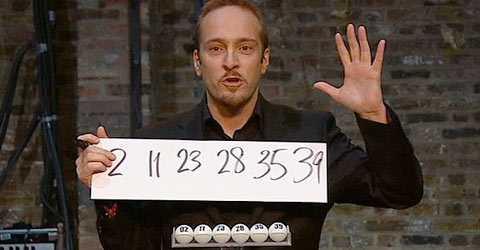Turgubbe Derren Brown, 38, hade lätt kunnat vinna 30 miljoner. Om han bara hade spelat. Nu får han nöja sig med uppmärksamheten.