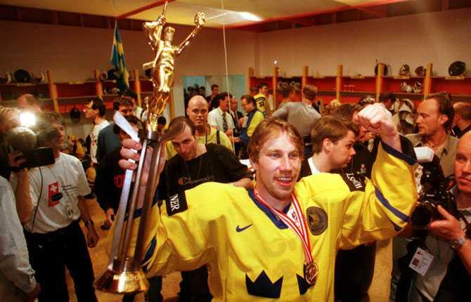 SNABB REVANSCH Forsberg och Tre Kronor tog snabb revansch för förlusten i OS. I VM senare samma år i Zürich var det dags för Forsberg och de andra svenskarna att få jubla igen.