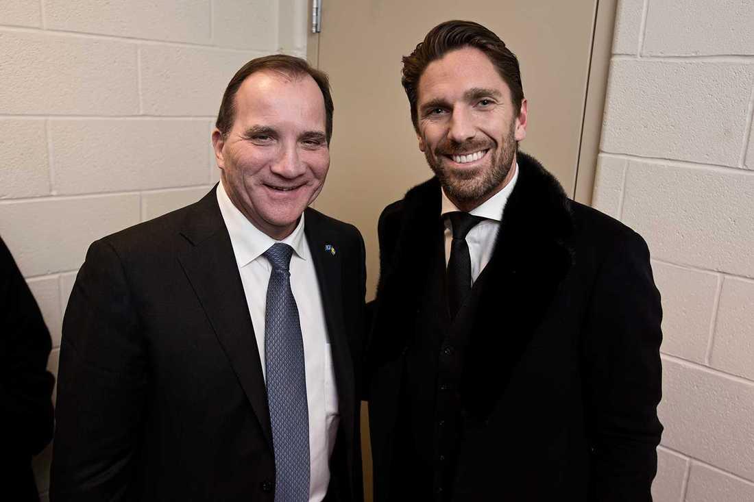 """TOPPMÖTE Statsminister Stefan Löfven passade på att gå på hockey med New York Rangers. """"Kung Henrik"""", Henke Lundqvist, spelade dock inte. – Men tempot och kampen här i NHL...det är något annat, sade statsminsitern."""