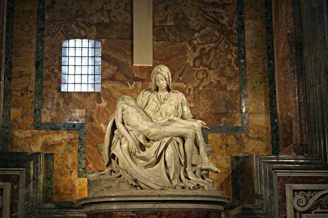 … Kristina ligger begravd bland påvarna i Rom? Hennes grav ligger under koret i den avdelning av Peterskyrkan där de flesta av påvarna vilar, nära Johannes  Paulus II och Johannes  XXIII. Vid Peterskyrkans ingång, några meter från Michelangelos berömda Pietà-staty finns ett gravmonument på väggen som hyllar hennes minne.