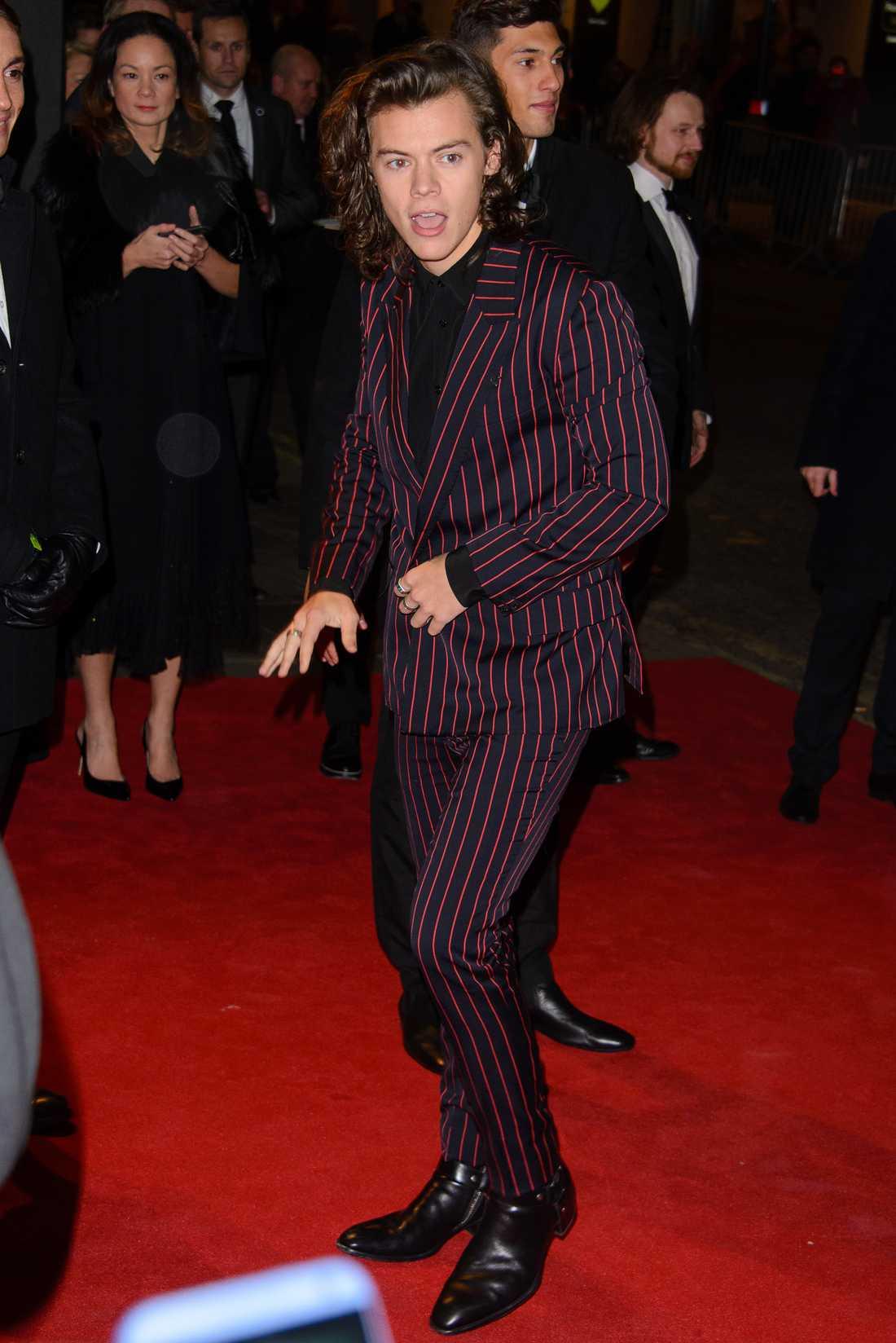 Spexaren Harry  När Harry vill spexa spelar han ett luftinstrument - här luftkeyboard