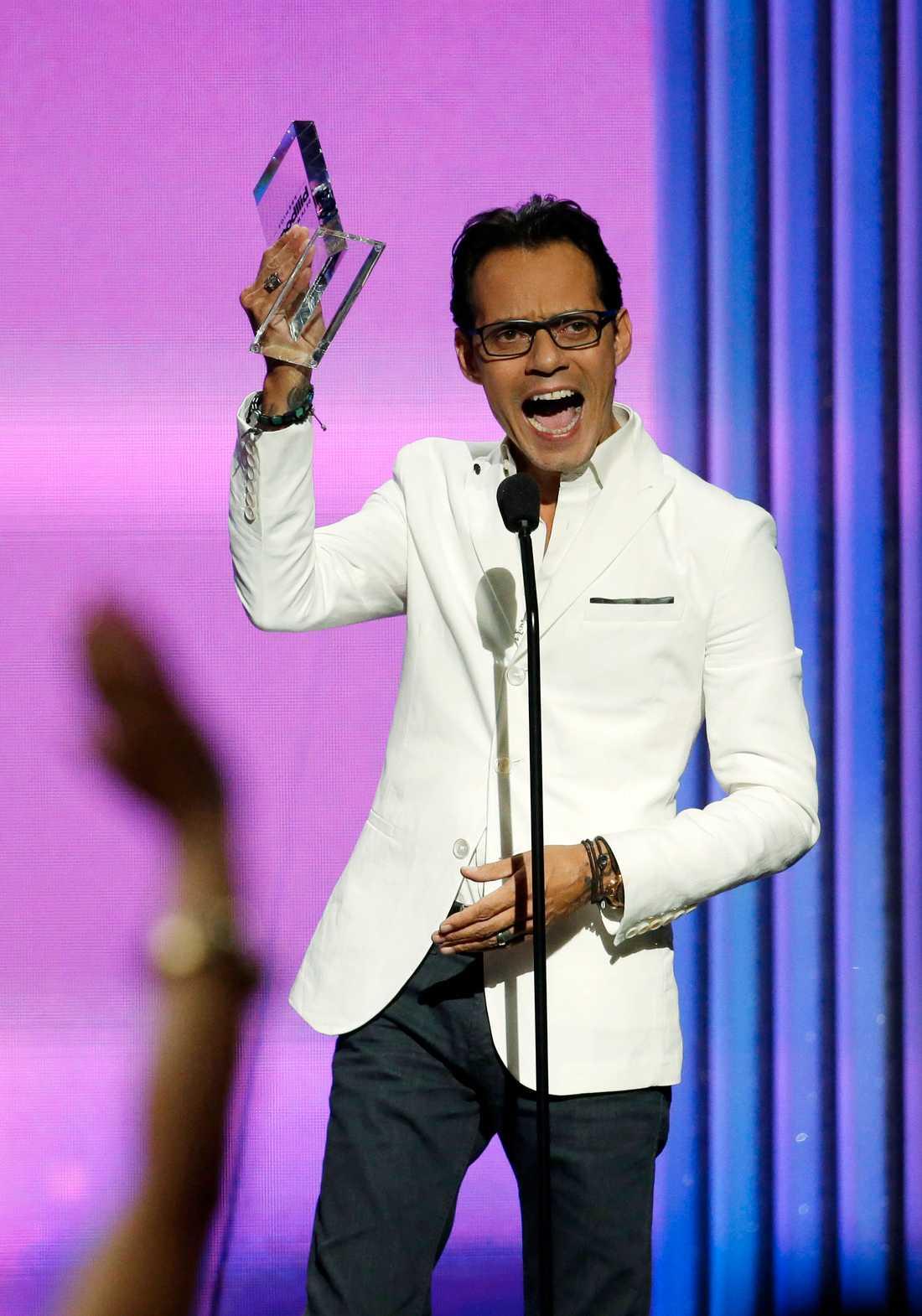 Marc Anthony när han vinner pris på Billboard Awards.