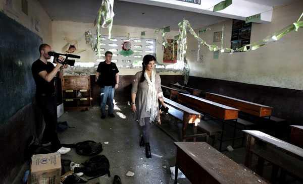 Spelade in reklamfilm Carola Häggkvist reste till Haiti för att samla information och göra pr för en stödgala åt Haiti. En kameraman filmade hennes möten som nu blir reklamfilmer för insamlingen och publiceras på Youtube.