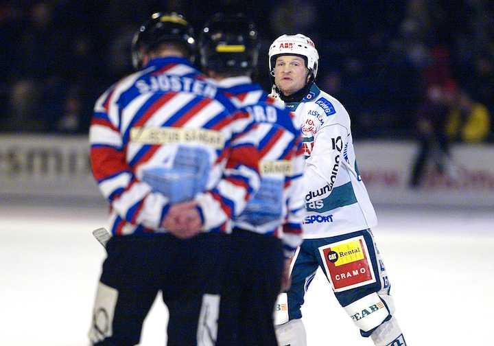 Per Fosshaug, här i VSK-tröjan 2004, har synpunkter på domaren Håkan Sjösten.