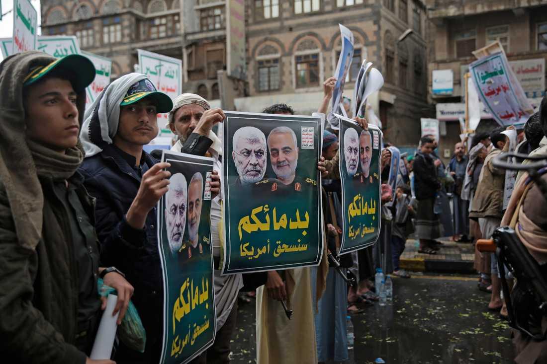 Huthirebeller i Sanaa i Jemen protesterar mot den amerikanska attacken som dödade den iranske generalen Qassem Soleimani och den irakiske milisledaren Abu Mahdi al-Muhandis.