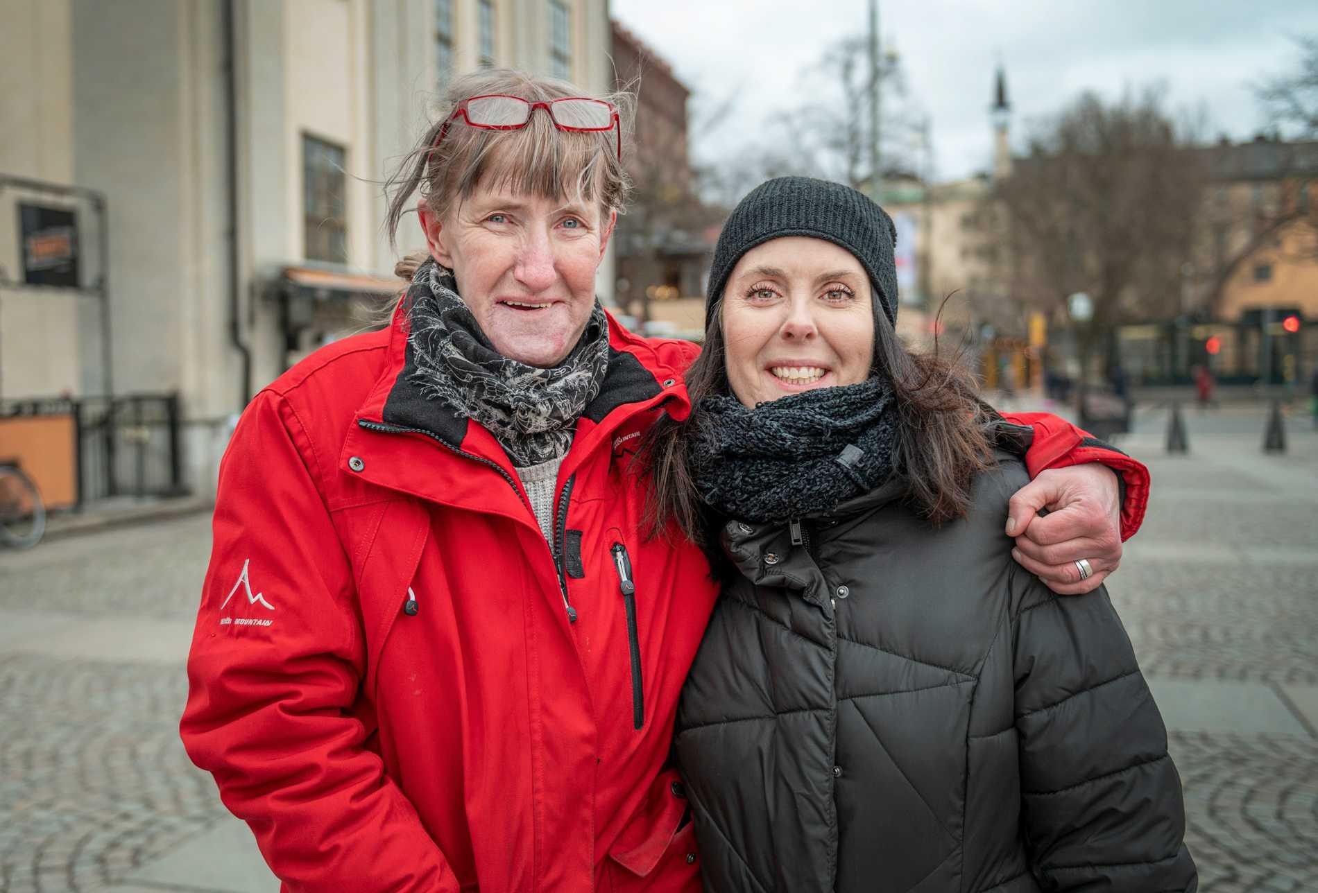 Lotta Forsman och Nettan Göthlin lärde känna varandra under ett soppkök när Lotta var hemlös.