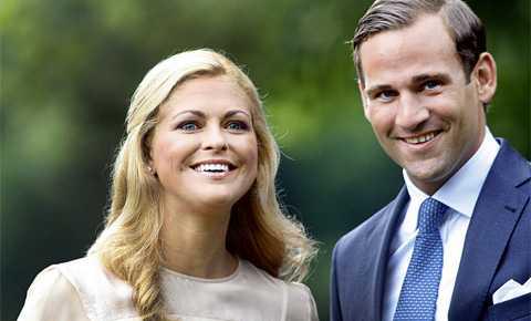 SLUT Paret förlovade sig i augusti i fjol. Prinsessan Madeleine visade upp sin förlovningsring inför det samlade pressuppbådet på Öland.