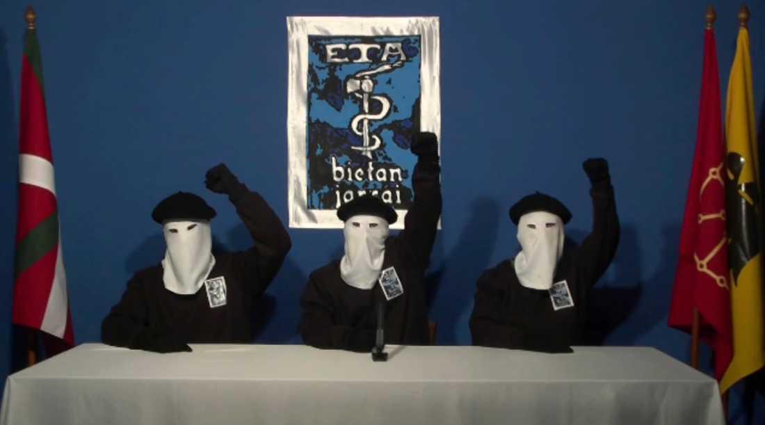 ETA lade ned sina vapen redan 2011, men upplöstes först sju år senare efter nästan ett halvt sekels strid för självständighet. Bilden är från 2011 i samband med att gruppen meddelade att deras väpnade kamp är över. Arkivbild.