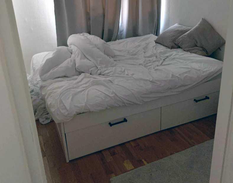 Sängen där Claudia tog emot sexköpare i Enskede.