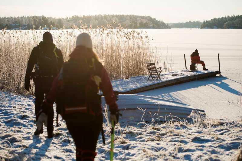 iskall aktivitet Skridskoåkare passade på att utnyttja kylan och gav sig ut på Drevviken utanför Stockholm igår.Foto: TT
