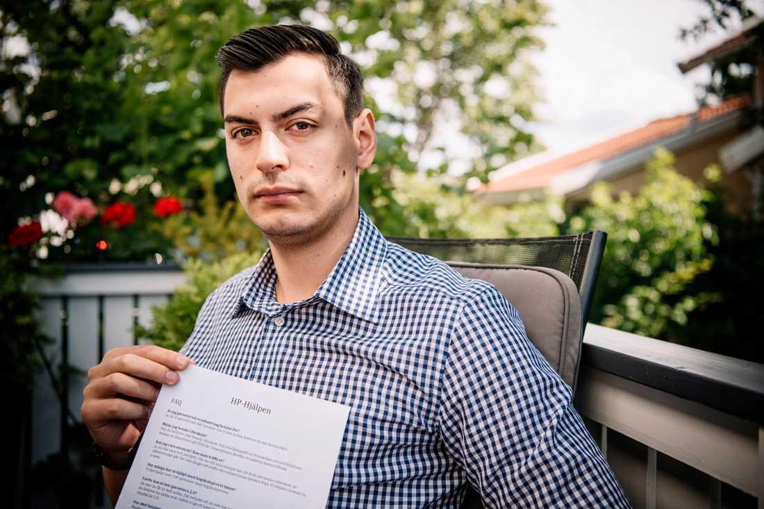 """Adel Matte, 24, var en av de som fick reklambladet i brevlådan. """"Jag tycker det är oetiskt, för jävligt mot de som kämpar i flera år för att få ett tillräckligt bra resultat för att komma in på det de vill"""", säger han."""