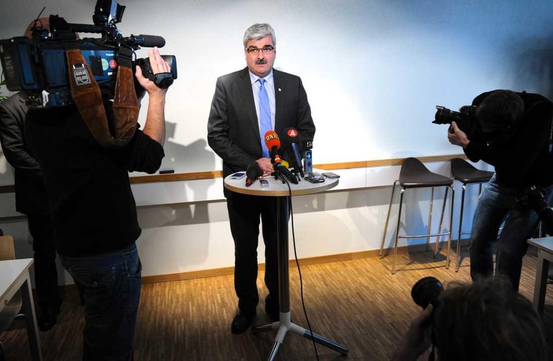 Pressad Håkan Juholt på fredagens presskonferens.