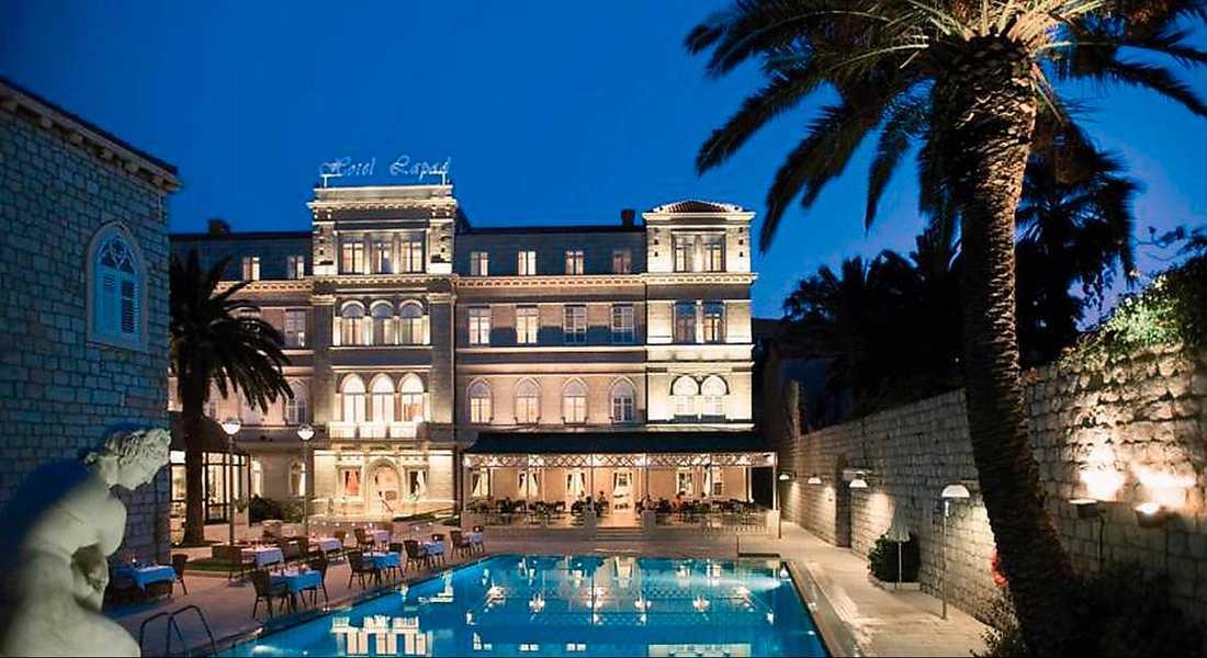 """Kalasar på medlemsavgifter. Här på det fyrstjärniga lyxhotellet i Dubrovnik checkar 45 anställda från Småföretagarnas a-kassa in i övermorgon. Detta trots att kassan redovisade miljonförluster förra året - och räknar med fortsatt minusresultat i år. """"Det är verkligen rimligt"""", säger kassans styrelseordförande, Leif Walterum, om bjudresan"""