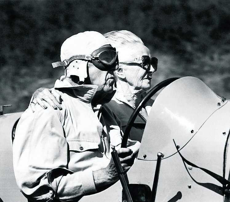 1986 - Lilian och prins Bertil i en ljusblå Bugatti på Ring Knutstorp.