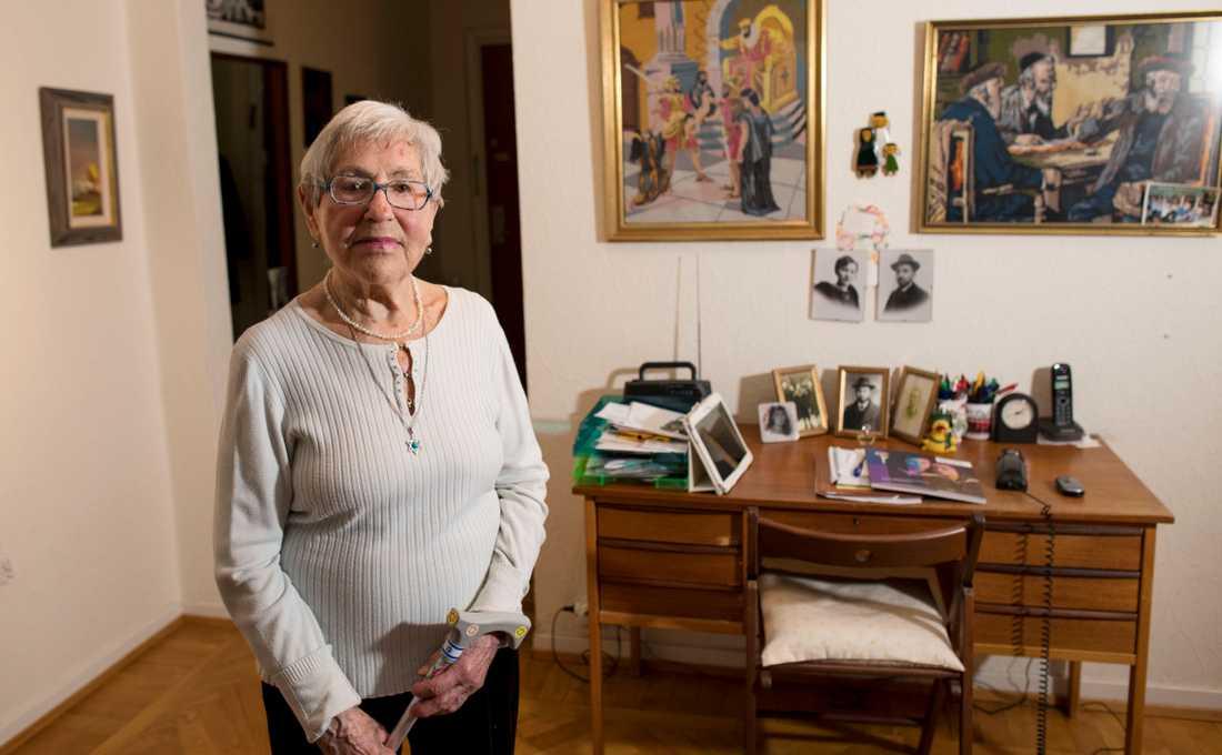 Bilderna på sina familjemedlemmar har Lea Gleitman fått av sin farbror som flyttade till Köpenhamn innan kriget började.