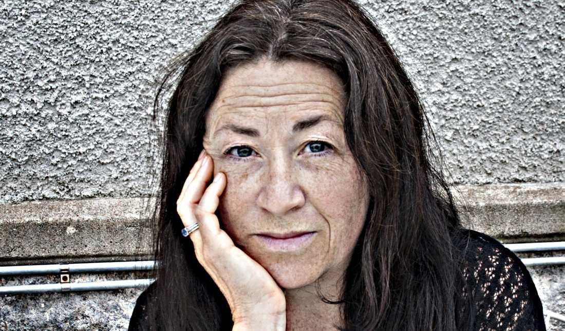 Poeten Ann Jäderlund ger ut diktsamlingen Ensamtal som bygger på en brevväxling mellan Paul Celan och Ingeborg Bachmann.
