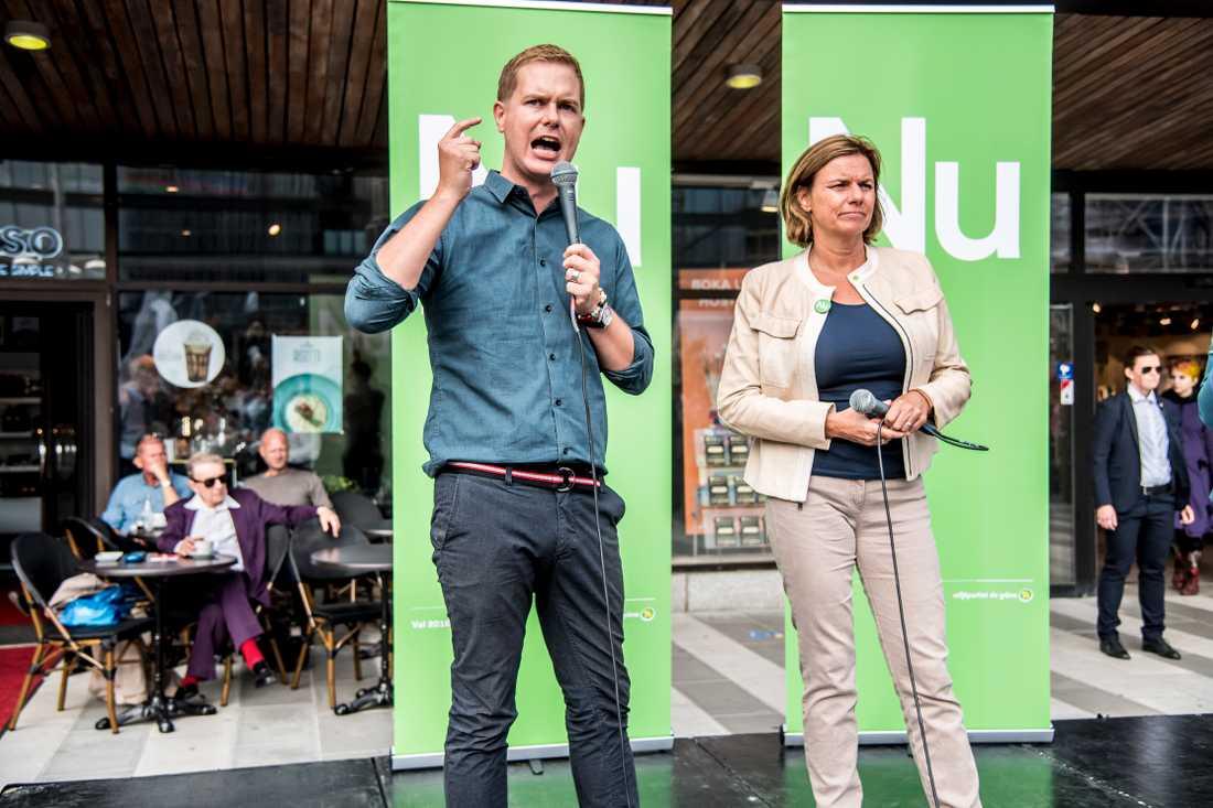 Miljöpartiets språkrör Gustav Fridolin och Isabella Lövin.