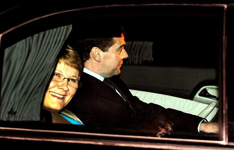 Näringslivsminister Maud Olofsson tog emot Rysslands premiärmininster Dmitrij Medvedev på Arlanda i går kväll.
