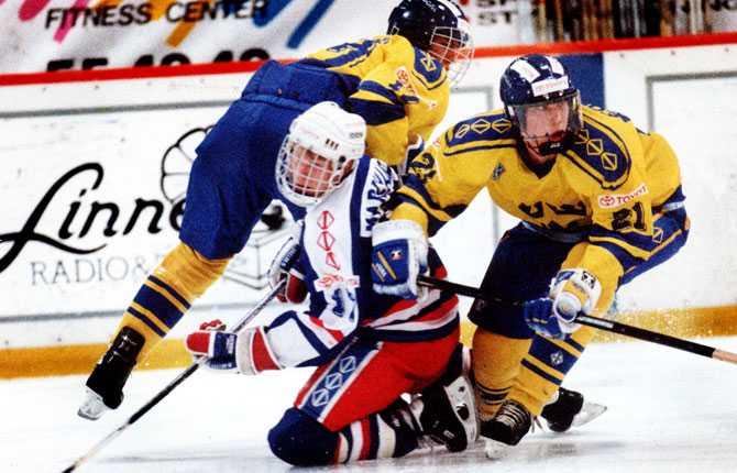 JUNIOR-VM Något guld blev det inte för Forsberg i junior-VM på hemmaplan 1993. Han var dock bäste poängplockare i turneringen och blev utsedd till bäste forward.