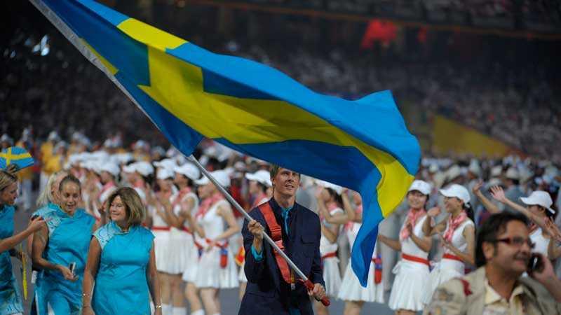 Ärofyllt uppdrag?  För fyra år sedan bar trestegshopparen Christian Olsson den svenska fanan. Vem som ska göra det i år                  är oklart – 85 procent av de svenska olympierna tänker skippa invigningen.
