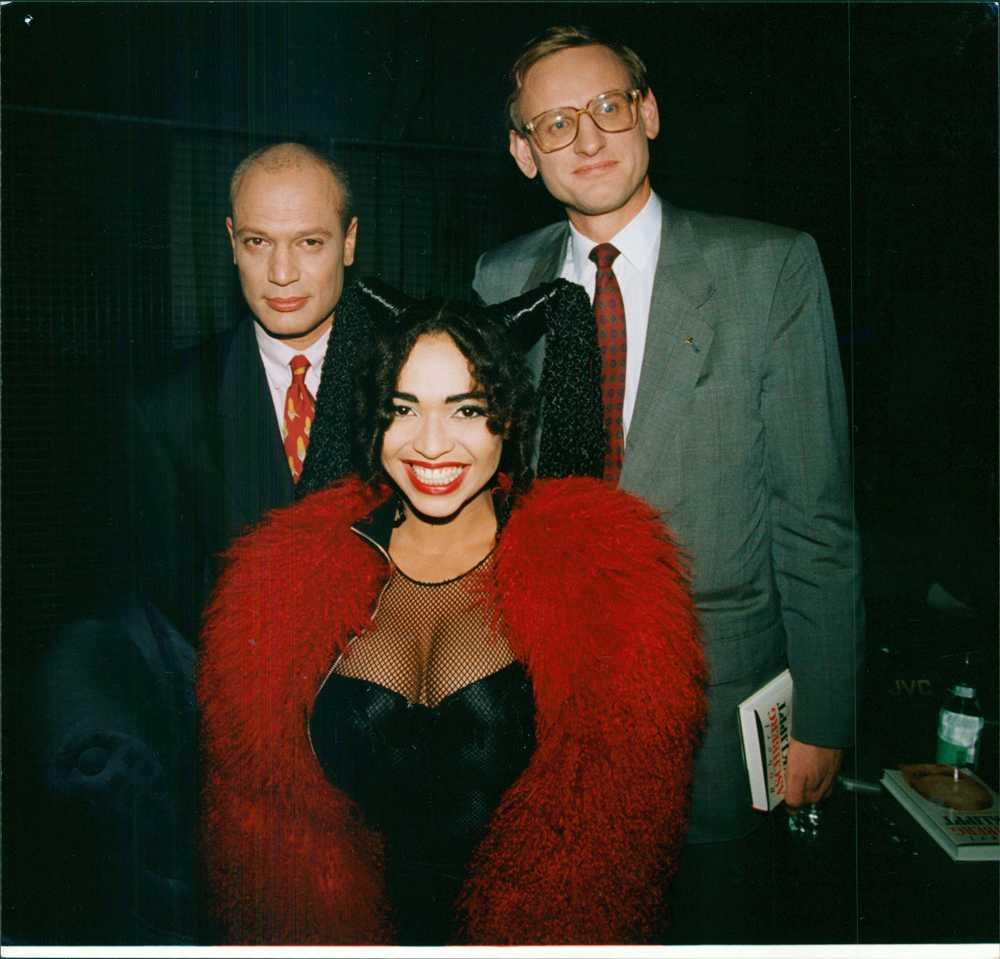 Henemark med programledaren Robert Aschberg och Sveriges dåvarande statsminister Carl Bildt hösten 1991.