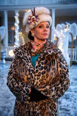 Lena Philipsson som Lussan Silfverhjelm.