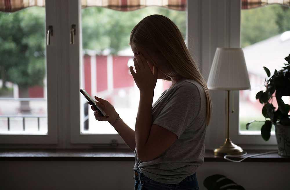 I sociala medier kan förövare nå unga.