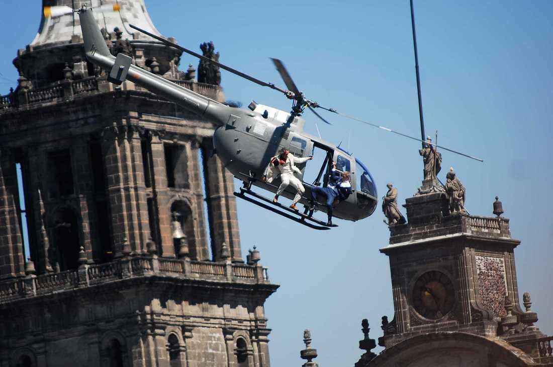 Luften i Mexico City är för tunn för att tillåta saltomortaler med helikopter.