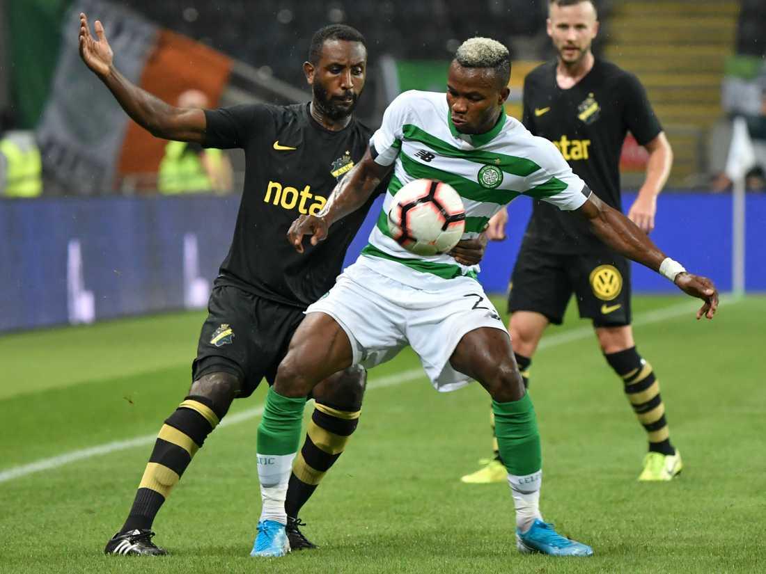 AIK:s Henok Goitom och Celtics Boli Bolingoli i duell när lagen möttes förra året i Europaspelet. Arkivbild.