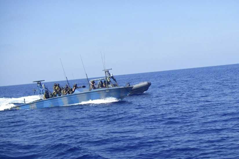 De israeliska marinsoldaterna går till attack mot Ship to Gazas fartyg Estelle.